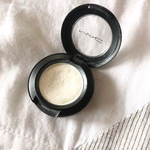 MAC White Eyeshadow